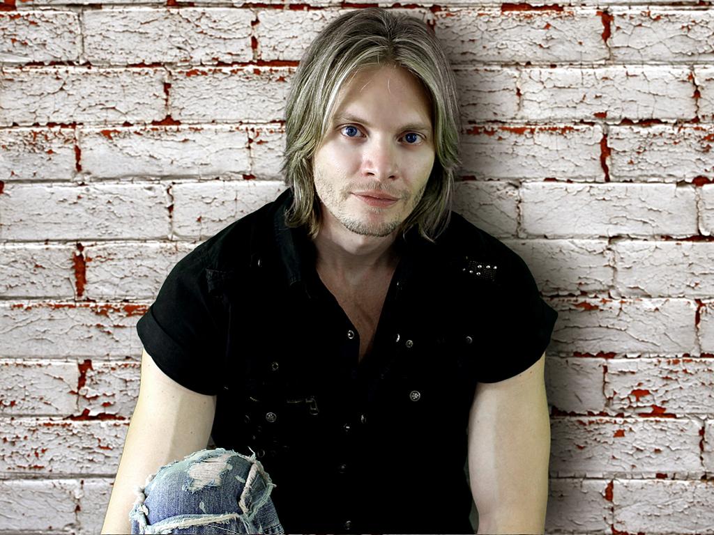 Davey T Hamilton White Brick Serious Sitting